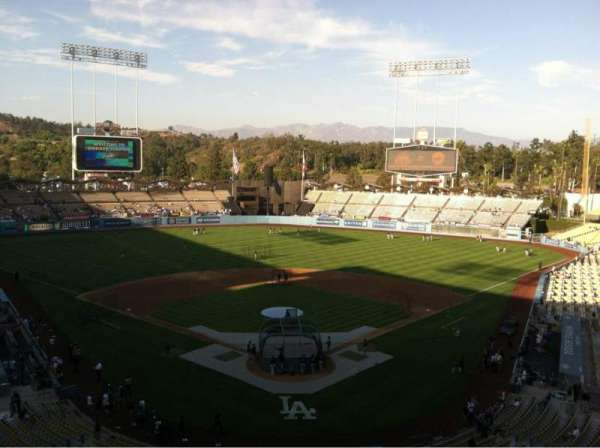 Dodger Stadium, section: 1RS, row: B, seat: 17