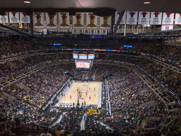 United Center, section: 325, row: 16, seat: 15