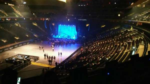Madison Square Garden, section: 207, row: 3, seat: 3