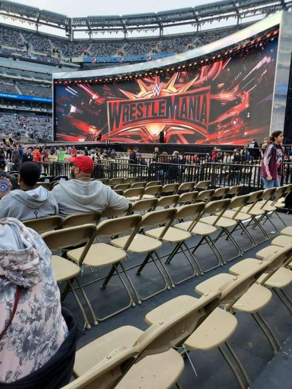 MetLife Stadium, section: F112, row: O, seat: 14