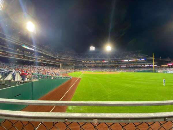 Citizens Bank Park, section: 106, row: 1, seat: 17