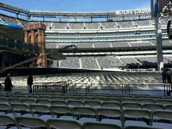 MetLife Stadium, section: 142, row: h, seat: 18