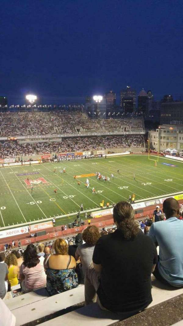 Percival Molson Memorial Stadium, section: H2, row: 15, seat: 20