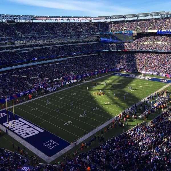 MetLife Stadium, section: 320, row: 6, seat: 9