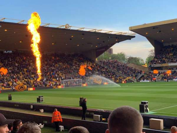 Molineux Stadium, section: JL5, row: G, seat: 121
