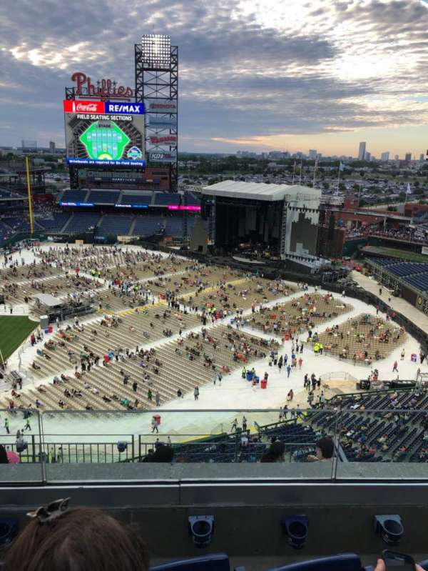 Citizens Bank Park, section: 413, row: 3, seat: 5