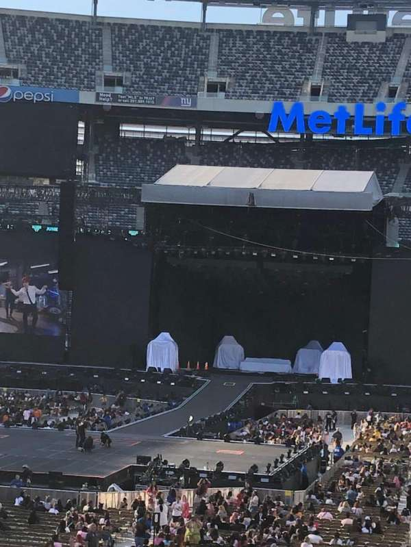 MetLife Stadium, section: 124, row: 34, seat: 8