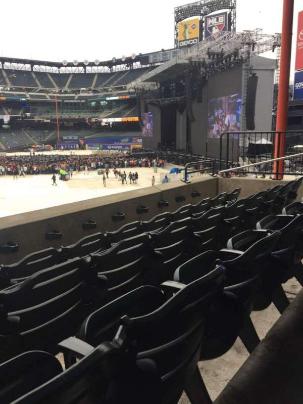 Citi Field, section: 131, row: 6, seat: 4