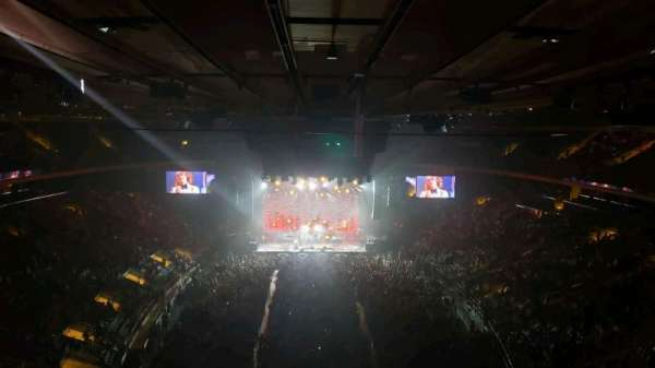 Madison Square Garden, section: 305, row: 1, seat: 3