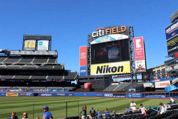 Citi Field, section: 109, row: M, seat: 2