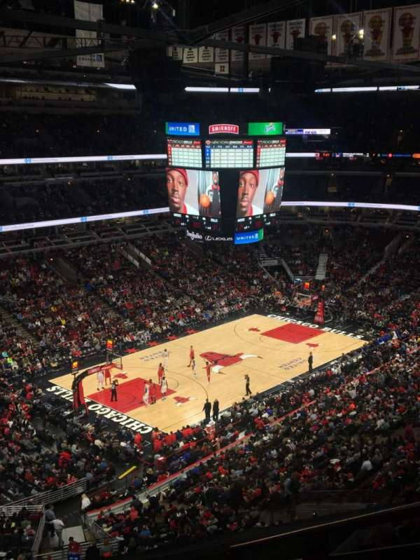 United Center, section: 220, row: 6, seat: 5