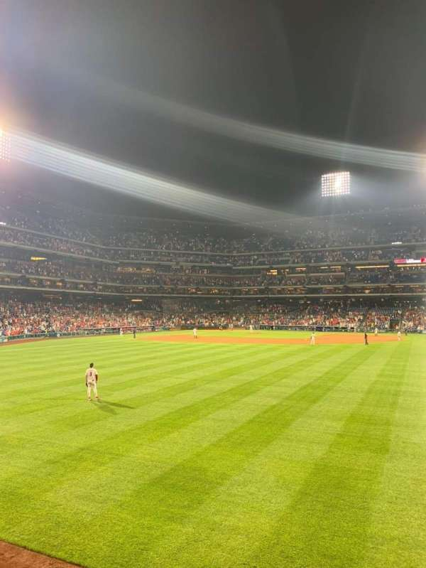 Citizens Bank Park, section: 103, row: 1, seat: 4