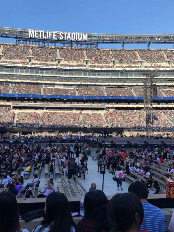 MetLife Stadium, section: 139, row: 9, seat: 26