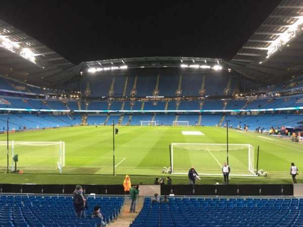 Etihad Stadium (Manchester), section: 136, row: W, seat: 985