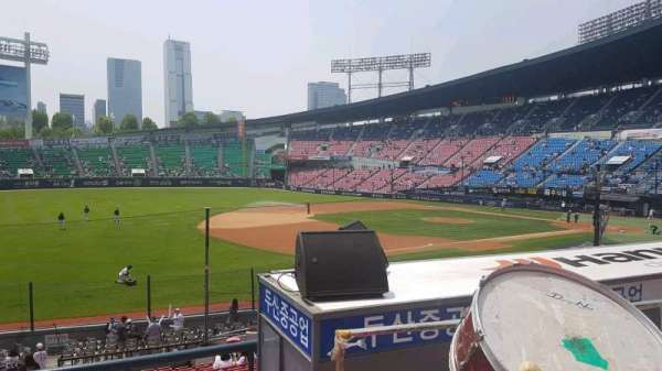 Jamsil Baseball Stadium, section: 221, row: 3, seat: 26