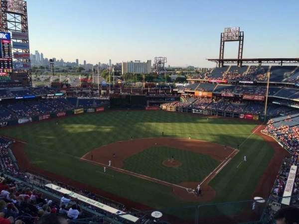 Citizens Bank Park, section: 422, row: 3, seat: 20