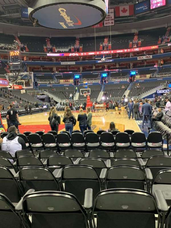 Capital One Arena, section: BOX WEST, row: HHH, seat: 29