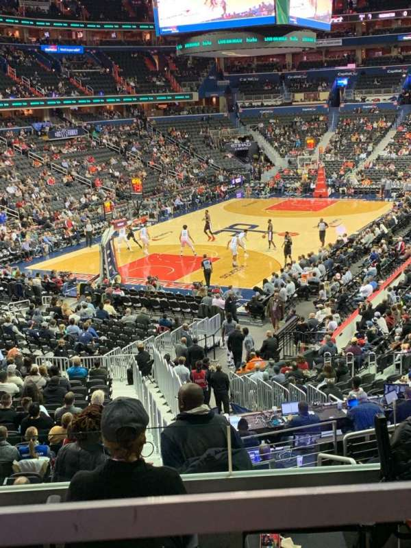 Capital One Arena, section: 118, row: V, seat: 18