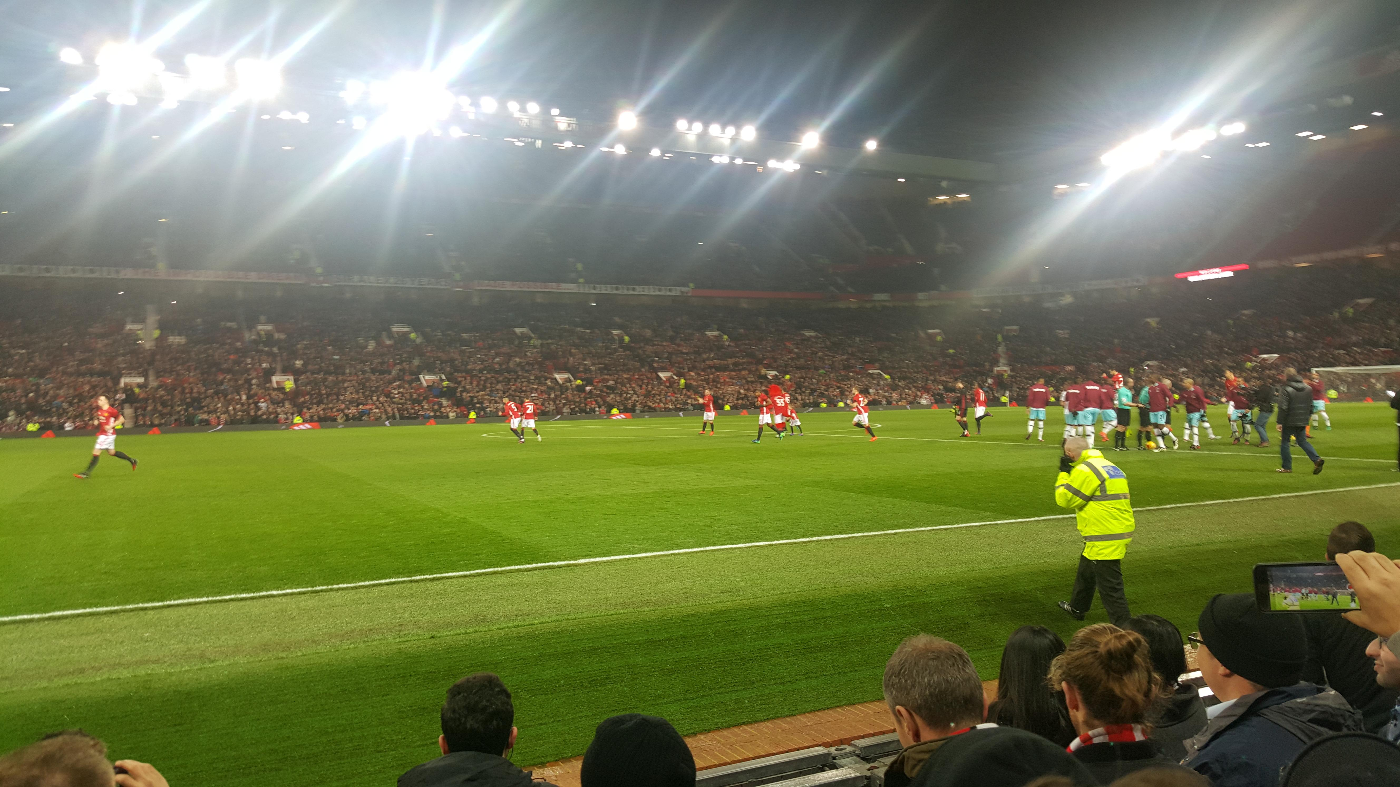 Old Trafford Section Sth123 Row EE Seat 176