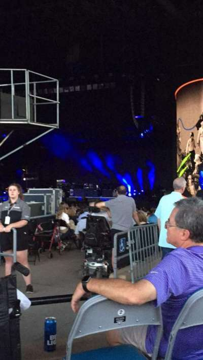 Hollywood Casino Amphitheatre (Tinley Park), section: 203, row: OO, seat: 42
