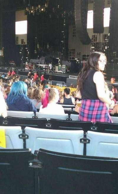 Hollywood Casino Amphitheatre (Tinley Park), section: 101, row: DD, seat: 22
