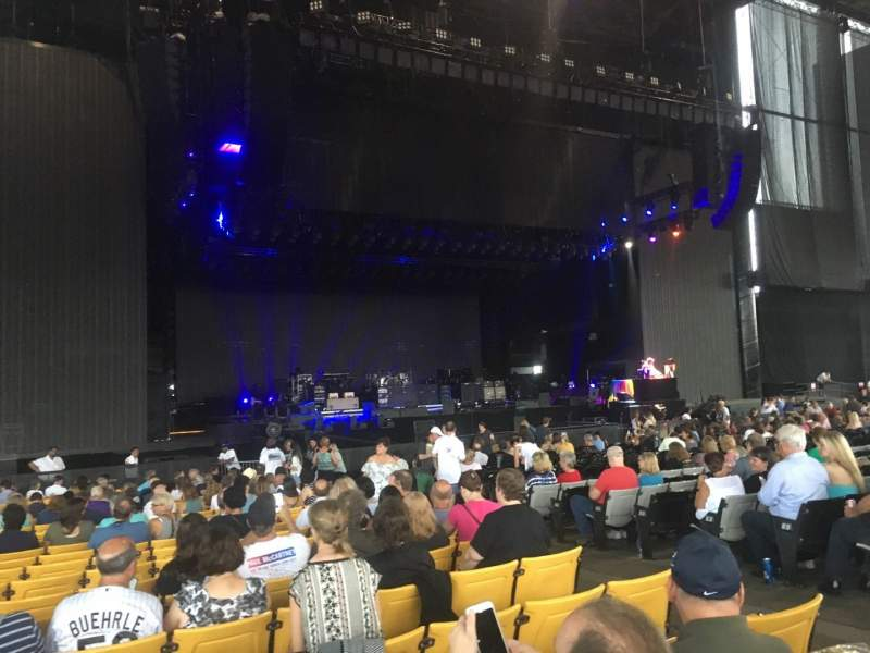 Hollywood Casino Amphitheatre (Maryland Heights), section: 104, row: CC, seat: 6