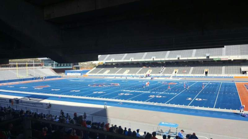 Albertsons Stadium, section: 6, row: W, seat: 9