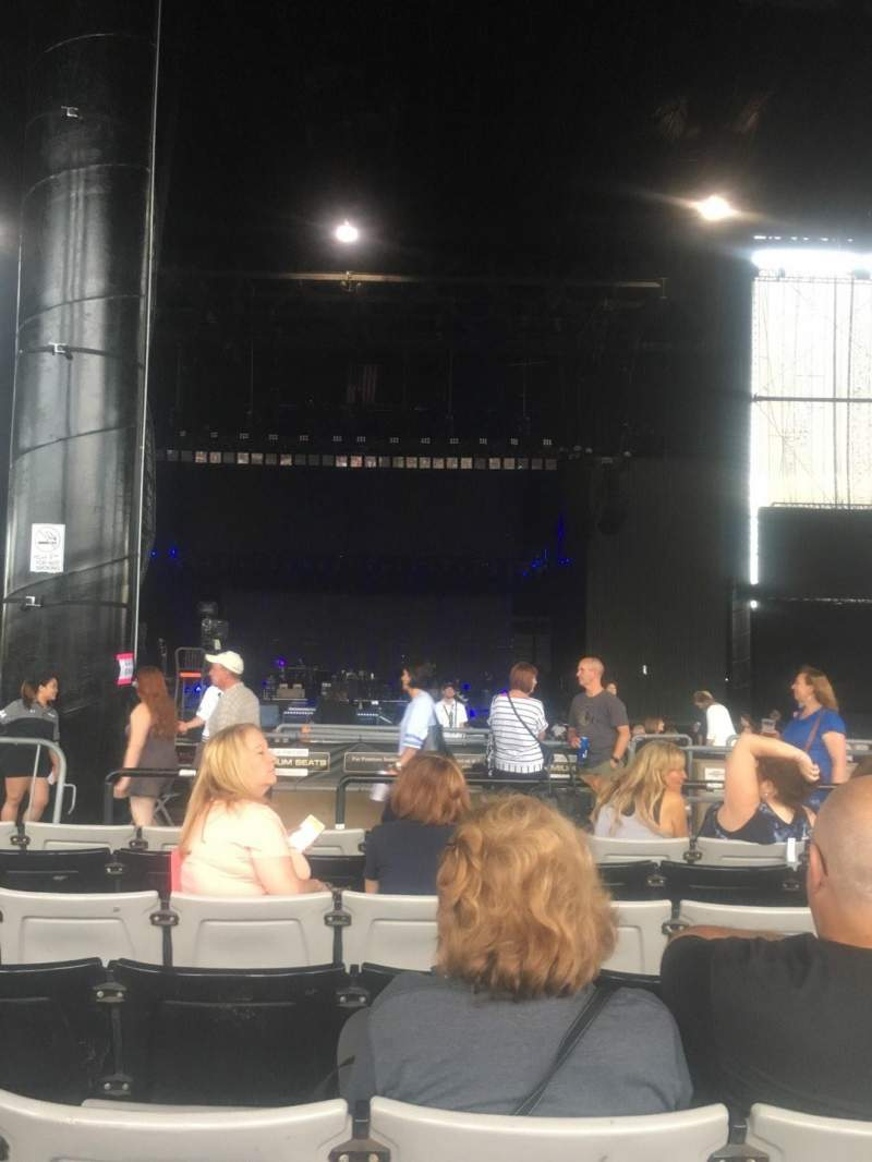 Hollywood Casino Amphitheatre (Tinley Park), section: 204, row: RR, seat: 44